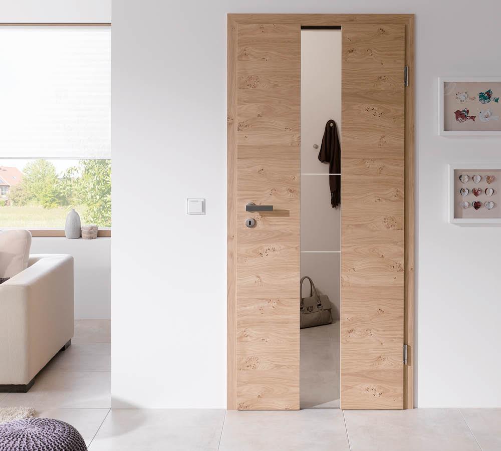 Dekortür aus Holz mit Glaseinsatz im Eingangsbereich   Stuke Holz