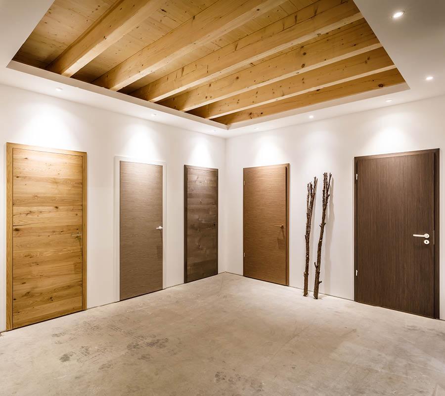 Holztüren in unserer Ausstellung für Dein Zuhause von Stuke
