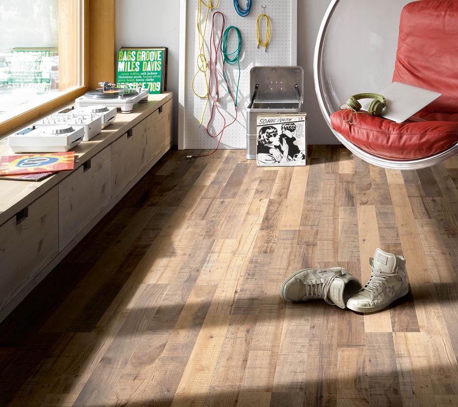 Lebendig warmer Laminat-Boden in Musikzimmer | Stuke Holz