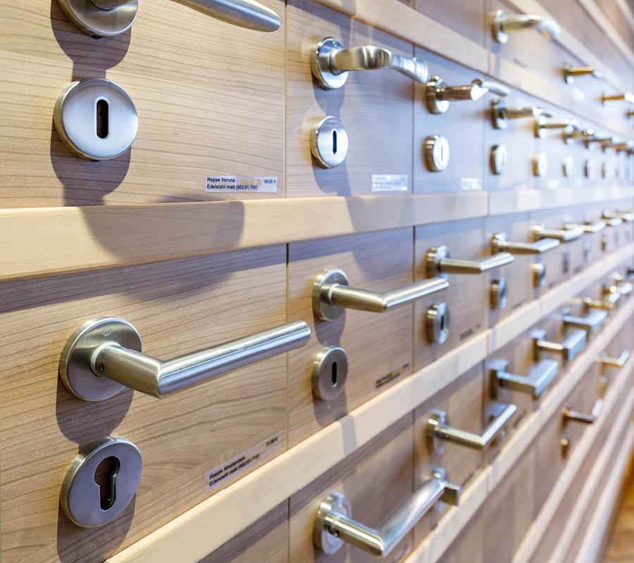Türdrücker Grid in unserer Ausstellung für Dein Zuhause | Stuke Holz