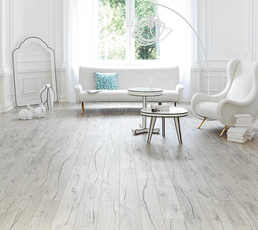 Laminat-Boden in weißer Holzoptik in stilvoller Wohnung | Stuke Holz