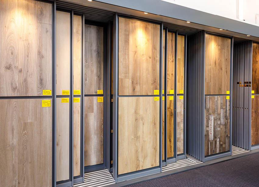 Bodenmuster als Schiebewände in der Ausstellung | Stuke Holz