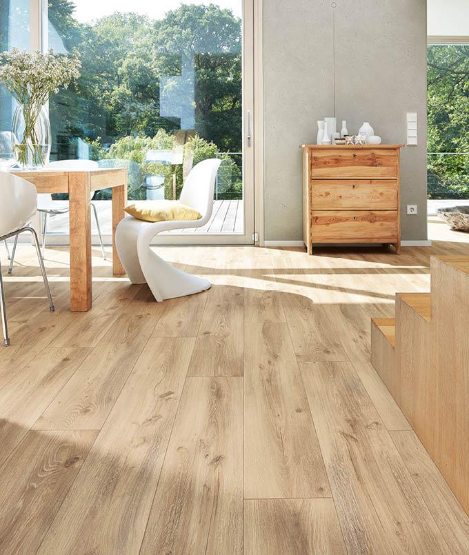 Holzboden in stilvoller Wohnung mit Essbereich | Stuke Holz