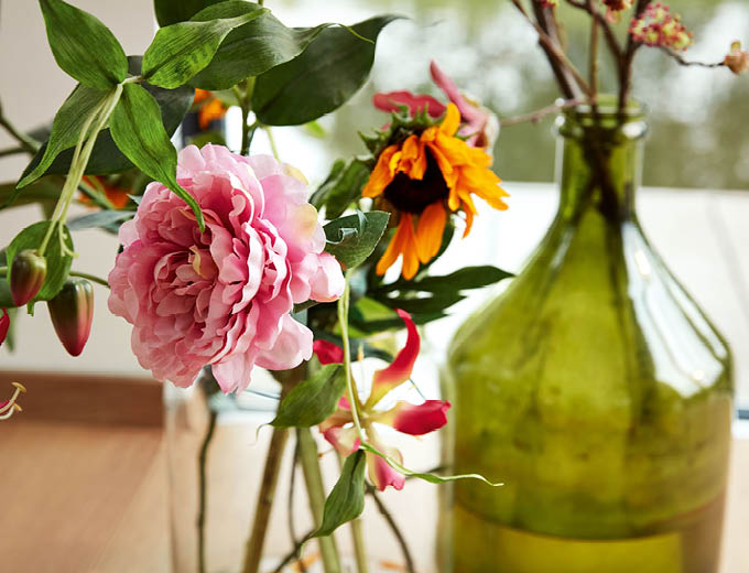 Nahaufnahme Blumen in Flaschen | Produkte Böden | Stuke Holz