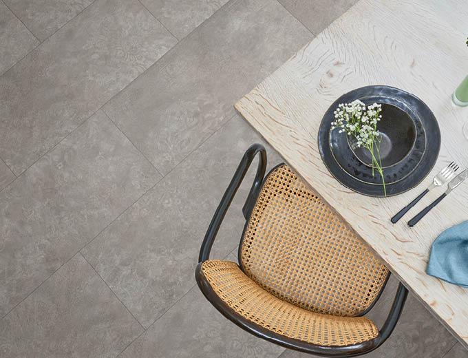Laminat-Boden im Esszimmer von oben fotografiert | Stuke Holz
