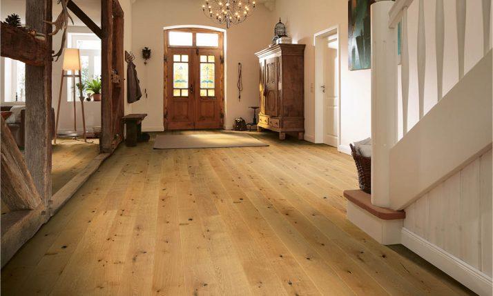 Landhausdielen-Parkett im gemütlichem Eingangsbereich | Stuke Holz