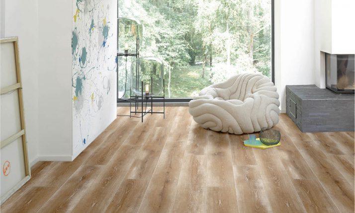 Laminat-Boden mit Struktur in wohnlicher Umgebung | Stuke Holz